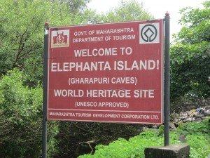 Les grottes d'Elephanta (marathi : घारापुरीच्या लेण्या) sont un réseau de grottes sculptées situées sur l'île d'Éléphanta, une île de la mer d'Arabie, au large de Bombay, en Inde. Le site est inscrit au patrimoine mondial depuis 1987.